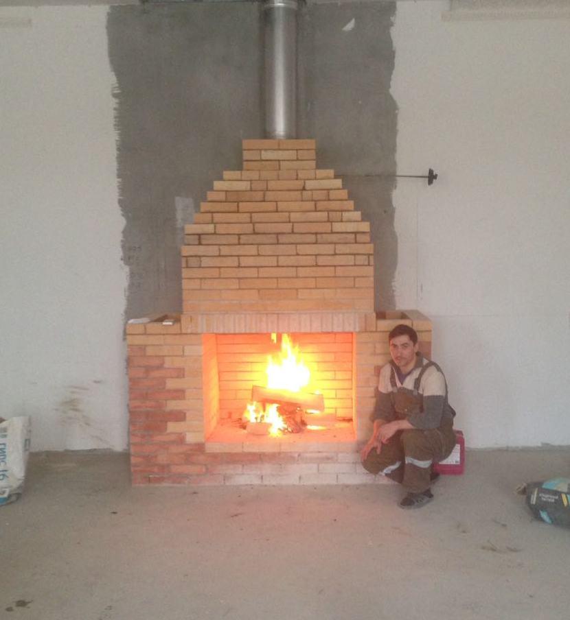 Печник, услуги печника электросталь, камин под отделку, горит огонь, мастер печник,