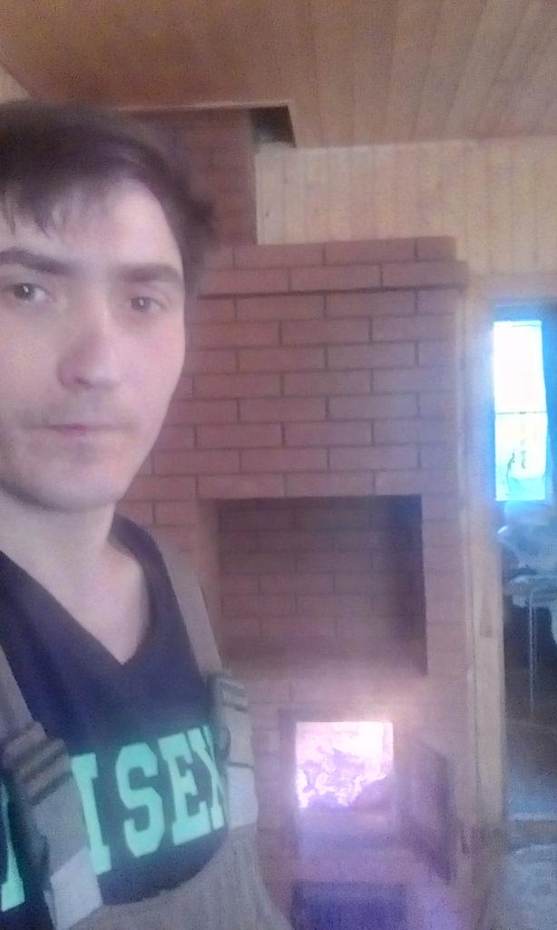 Печник, услуги печника в лобне, печь шведка с плитой, мастер печник, печь с плитой, финская печная дверца svt, стекло, горит огонь