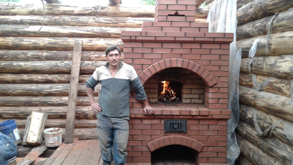 Печник, услуги печника в Люберцах, русская печь, Арка в русской печи, подтопок, горит огонь в печи