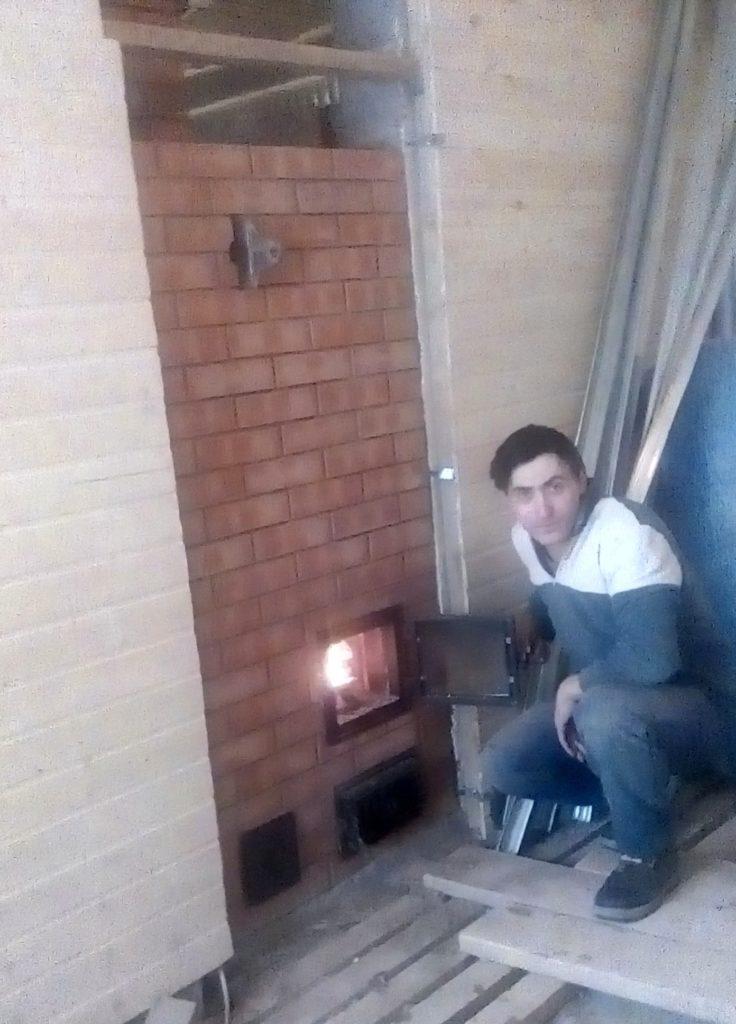 услуги печника московский, печь каменка, баня, гоит огонь, стеклянная печная дверца, боковой канал, 3 канальная печь в бане
