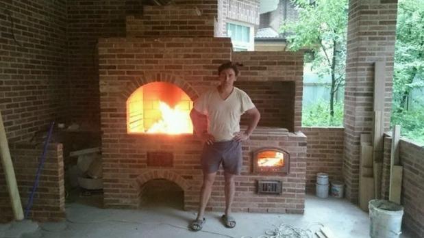 Печник, услуги печника раменское, Барбекю, печь с плитой для казана, горит огонь, подтопок под дрова
