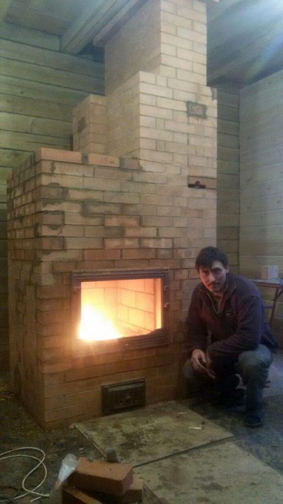Печник, услуги, дубна, печь-камин, каминная печная дверца, горит пламя в топке