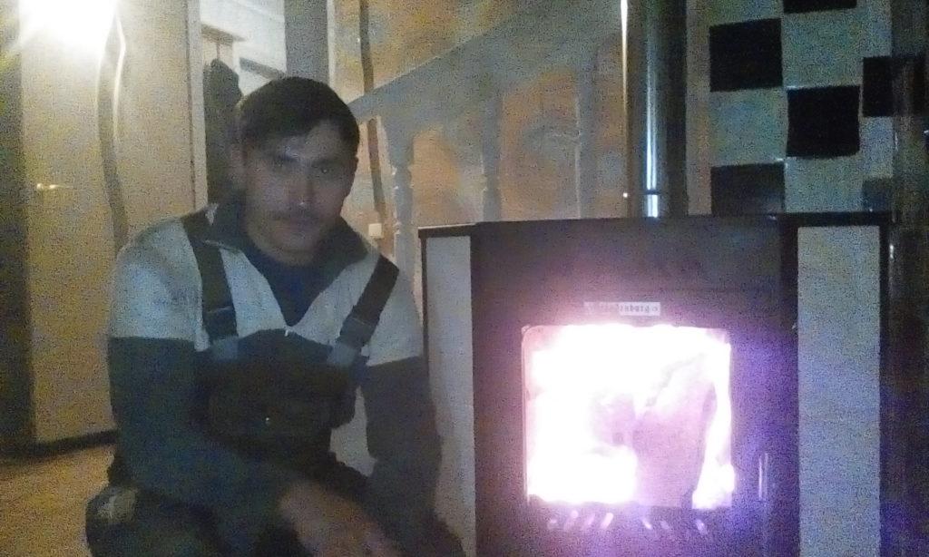 камин длительного горения, металл, горит огонь, установка камина, печником, печи, сандвич трубы, сендвич труба, горит огонь